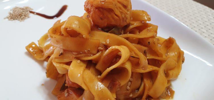 Pollo agridulce con pasta